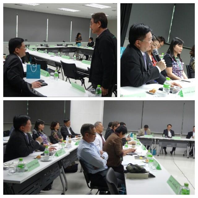 ผมร่วมประชุมกับคุณก่อศักดิ์ ไชยรัศมีศักดิ์ แห่ง CP All. ท่าน ได้สอบถามขอผมให้ความเห็นในเรื่องสถานการณ์เศรษฐกิจไทยในปัจจุบัน และผมให้ความเห็นเกี่ยวกับเรื่องงบค้างท่อที่เป็นอุปสรรคต่อการกระตุ้นเศรษฐกิจว่า มากกว่าเพียงการกดดันหน่วยราชการให้เร่งใช้จ่ายงบ ต้องดูด้วยว่ามีกฎระเบียบราชการใดที่เป็นอุปสรรคที่ทำให้ใช้จ่ายงบล่าช้าด้วยหรือไม่…