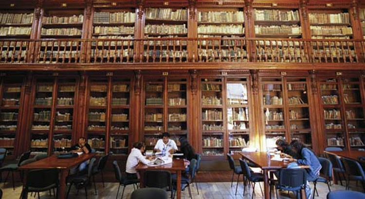 November 2004, Morelia, Mexico --- Public library in former Jesuit church in the historic center of Morelia. --- Image by (C) Macduff Everton/Corbis